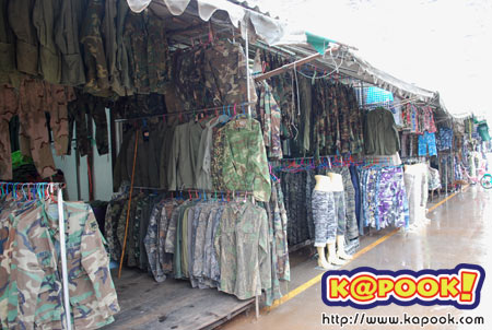เสื้อผ้าในตลาดโรงเกลือ