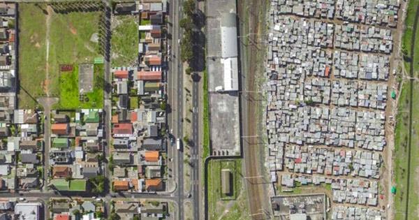 เปิดภาพชุดสุดอึ้ง เส้นแบ่งความรวย-จนจากดินแดนแอฟริกาใต้
