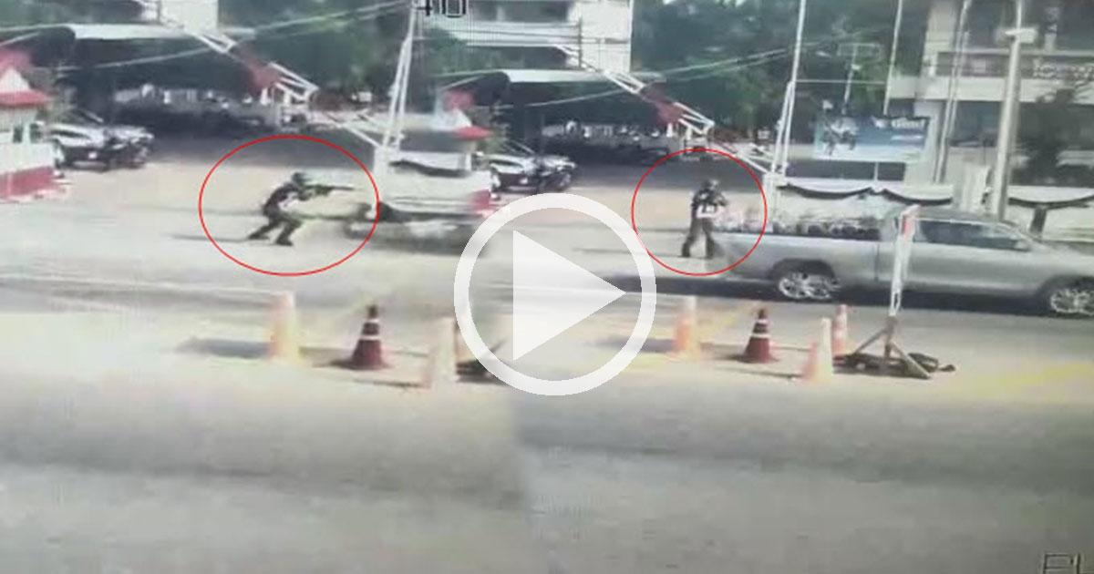 นาทีวีรบุรุษ ตำรวจยืนเดี่ยว ยิงสู้กลุ่มโจรใต้หน้าโรงพัก-คนร้ายดับ 2 คาท้ายกระบะ