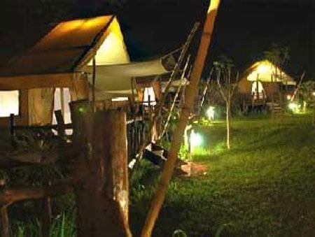 โรงแรม หินตก ริเวอร์แคมป์ ณ ช่องเขาขาด จังหวัดกาญจนบุรี