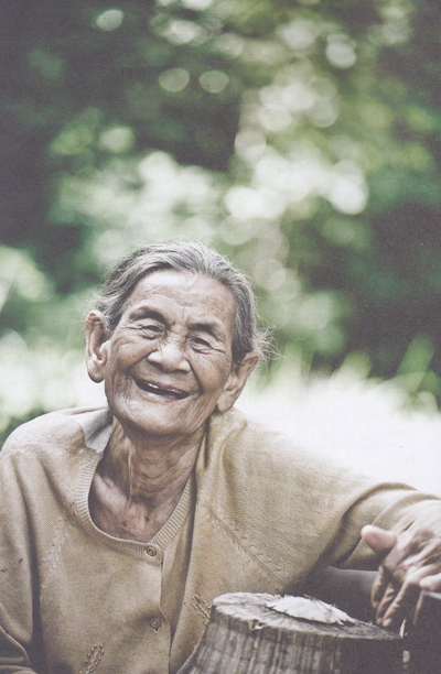 ย่ายิ้ม...หญิงชรา กับชีวิตลำพังกลางป่าเขา