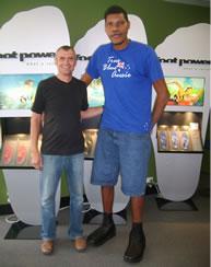 นายปีเตอร์ อิโรกะ ชายหนุ่มเจ้าของสถิติเท้าใหญ่ที่สุดในโลก