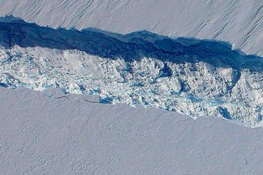 นักวิทย์ตะลึง! พบธารน้ำแข็งกำลังแตกจากขั้วโลกใต้