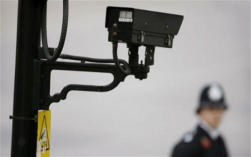 ปะติโถ! CCTV เออเร่อ ล่อตำรวจไล่จับตัวเองซะงั้น