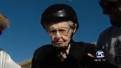 คุณทวดมะกัน โดดร่มฉลองวันเกิดครบ 101 ปี