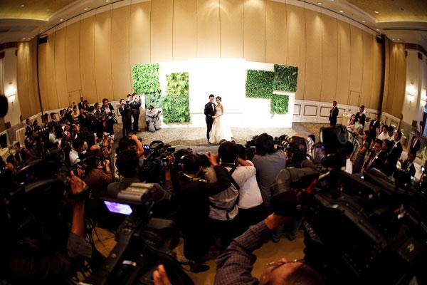http://hilightad.kapook.comhttp://hilight.kapook.com/img_cms2/news_6/Wedding_AimPong_033.jpg