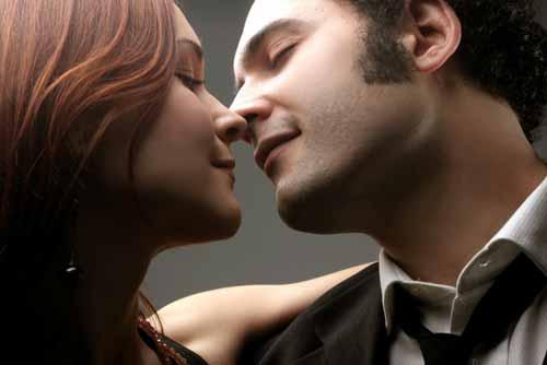 เอ๊ะ ๆ !! จูบอย่างไรนะ ถึงจะถูกต้องและมีเสน่ห์เป็นที่สุด