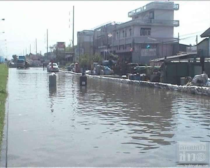 น้ำคลองรังสิต ทะลักท่วมเขตดอนเมือง