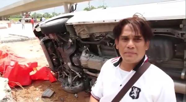 รถตู้นักท่องเที่ยวเสียหลัก