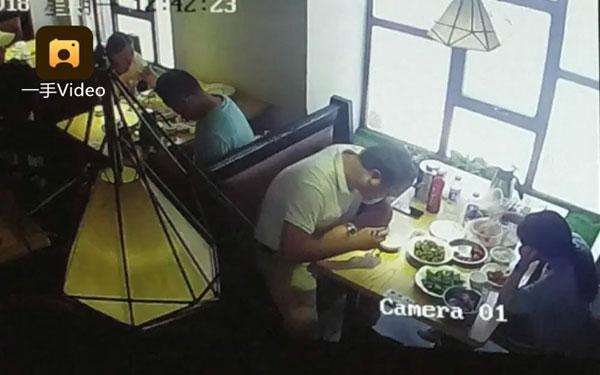 อ้วกแทบพุ่ง กินข้าวอยู่ดี ๆ เจอน้ำหยดใส่ เงยหน้ามองมีผงะ มาจากซากหนูตาย