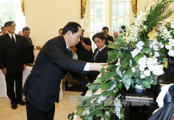 ปธน. เวียดนาม นำคณะผู้แทนถวายความอาลัยในหลวง ร.9 ณ กรุงฮานอย