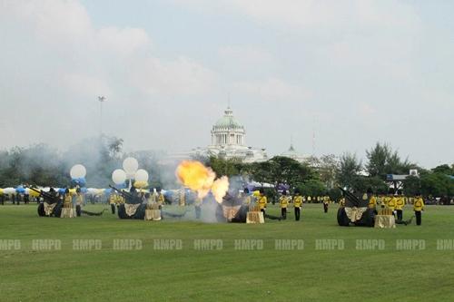 ประมวลภาพ ในหลวง เสด็จออก ณ สีหบัญชร 5 ธันวาคม 2555