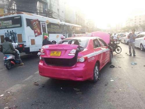 แท็กซี่โดนซ้อมปางตาย หลังลงไปด่าม็อบปิดถนนวิภาวดีทำรถติด