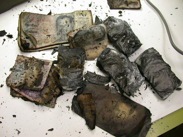 ธนบัตรถูกไฟไหม้เกรียม