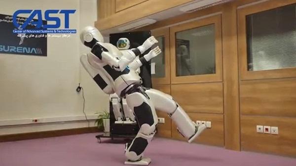 หุ่นยนต์สุดล้ำ วิ่ง-เตะบอลได้