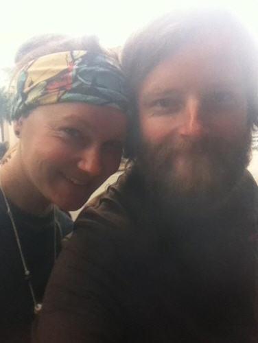 คู่สามีภรรยาชาวอังกฤษที่ปั่นจักรยานรอบโลก เสียชีวิตในไทย