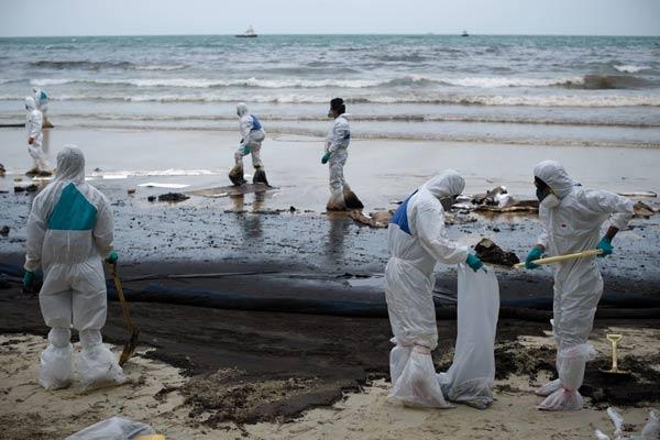เกาะเสม็ดเสร็จน้ำมัน ภาพทะเล-ชายหาดสีดำ ที่คนยังไม่ลืม