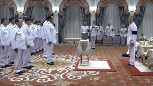 ร.10 พระราชทานโคมไฟหลวง