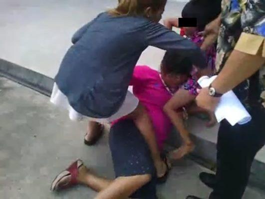 สุดสะเทือนใจ คลิปเด็กหญิงถูกพ่อพรากไปจากอกยาย