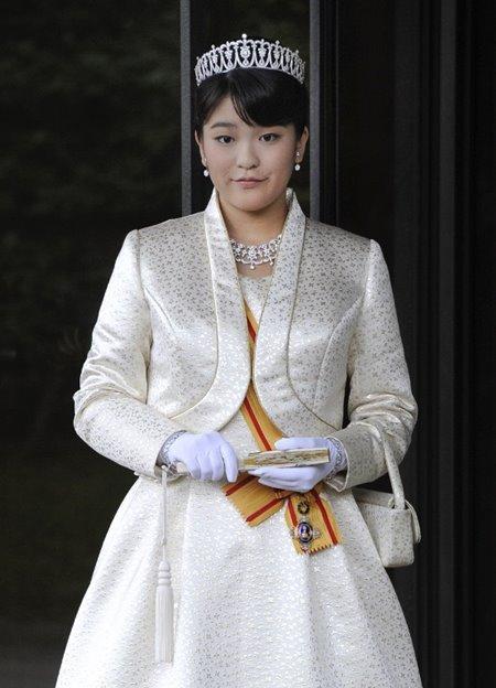 ยลโฉมว่าที่คู่หมั้นของเจ้าหญิงมะโกะ ที่จะทรงสละฐานันดรศักดิ์มาสมรสด้วย