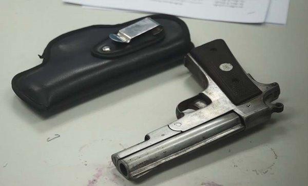 ชักปืนจ่อหัวในงานบวช