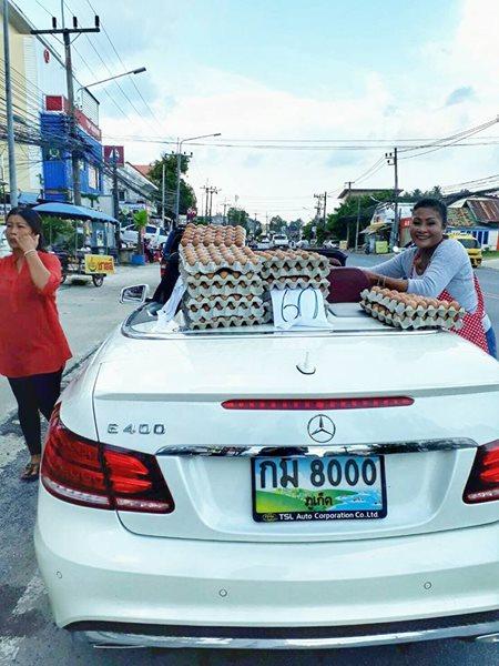 ขายไข่หลังรถเปิดประทุน