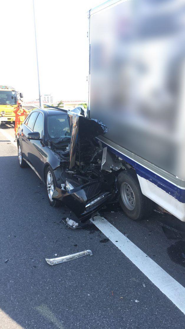 รถชนคนตกทางด่วน