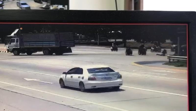 กลุ่มซิ่งสายบุญชนสลิงลากรถบัส