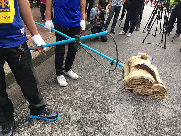 คึกคัก ! ปฏิบัติการจับตัวเงินตัวทองในสวนลุม สื่อไทย-ต่างชาติแห่ทำข่าวตรึม