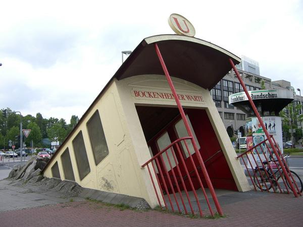 ทางเข้าสถานีรถไฟใต้ดินในเยอรมนี