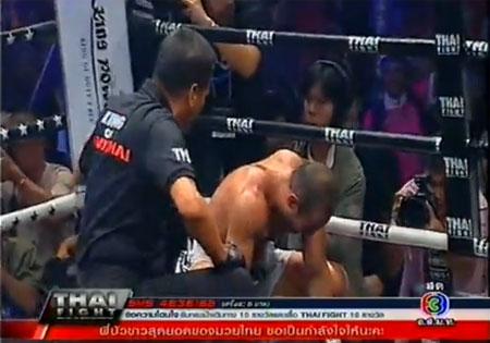 (ชมคลิปวีดีโอ) บัวขาว ฟอร์มโหด! ชนะน็อกมวยไทยไฟต์ 2012