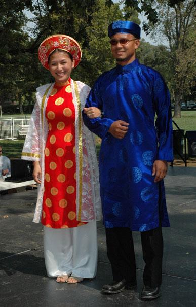 พาไปชม 10 ชุดประจำชาติอาเซียน