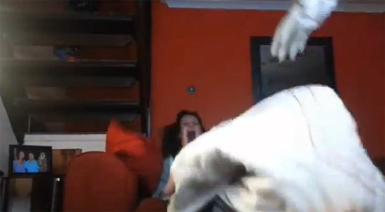 แทบช็อก หนุ่มแสบเอาหุ่นผีไปติดกับทีวี แกล้งแฟนสาว