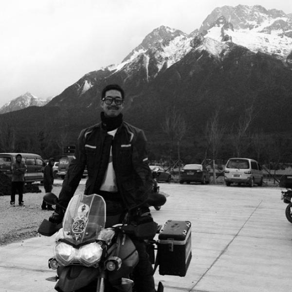 เวียร์ ซิ่งบิ๊กไบค์ ตะลุยภูเขาหิมะมังกรหยก ที่ประเทศจีน
