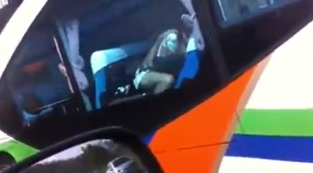 นี่ประเทศไทยนะไม่ใช่ประเทศมึง คลิปฝรั่งร่วมเพศบนรถทัวร์