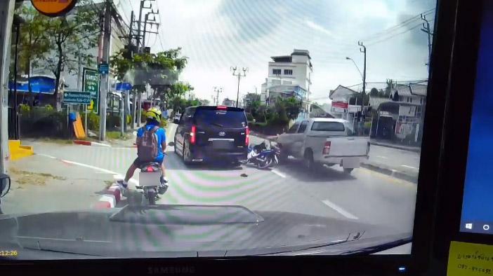 ถอยรถชน