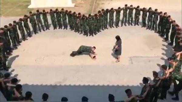 ทหารขอแฟนแต่งงาน