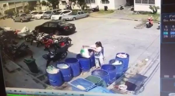 ทิ้งทารกลงถังขยะ
