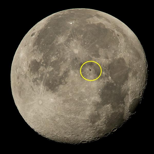 จับภาพ ISS ลอยผ่านดวงจันทร์