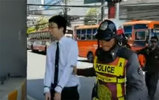 นักศึกษาซิ่งเก๋งชนตำรวจเจ็บ หลังถูกเรียกตรวจขับรถผิดเลน - พบประวัติป่วยจิต