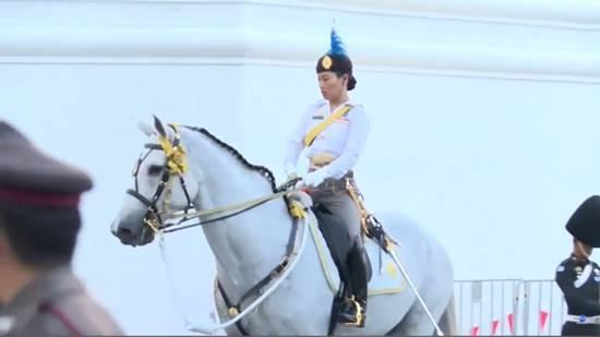 พระองค์หญิงสิริวัณณวรีฯ ทรงม้า ซ้อมริ้วขบวนพระบรมราชอิสสริยยศ