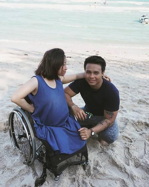 สาวขาพิการสุดตื้นตัน สามีรักและดูแลอย่างดี แม้ตอนที่ตั้งครรภ์ รักแท้ยังมีอยู่จริง
