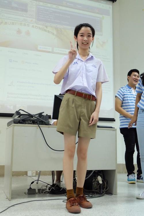 หนุ่มน้อยในชุดนักเรียนคนนี้ ว่าที่เฟรชชี่ มช. น่ารักเว่อร์