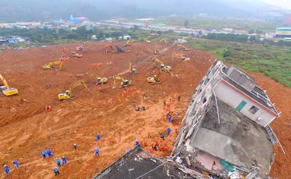 จีนพบผู้รอดชีวิตรายแรก เหตุดินถล่มเซินเจิ้น เร่งค้นหาอีกกว่า 70 ชีวิต height=369