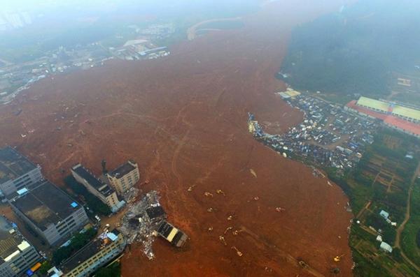 จีนพบผู้รอดชีวิตรายแรก เหตุดินถล่มเซินเจิ้น เร่งค้นหาอีกกว่า 70 ชีวิต height=397