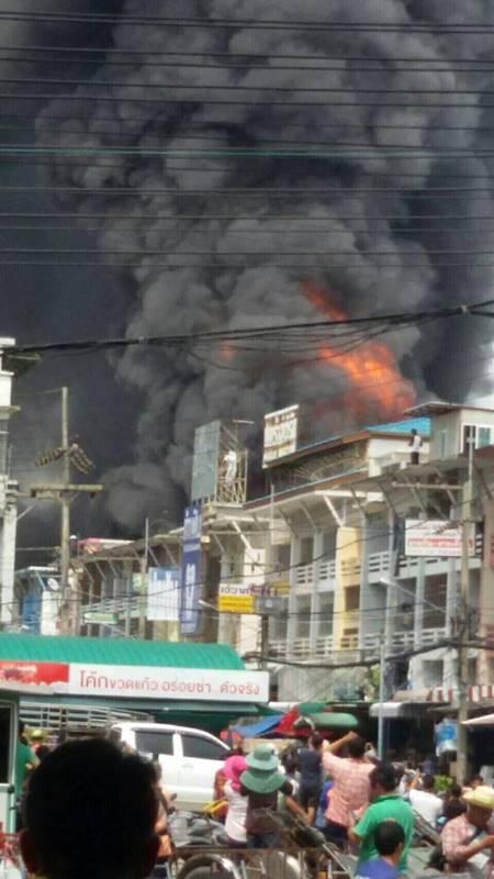 ไฟไหม้โกดังโฟมในตลาดไท