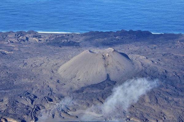 นีจิมะ เกาะภูเขาไฟ