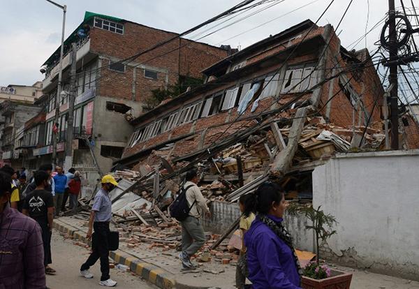 แผ่นดินไหวเนปาล ยอดผู้เสียชีวิตพุ่งต่อเนื่อง ล่าสุดอยู่ที่ 1,805 ราย