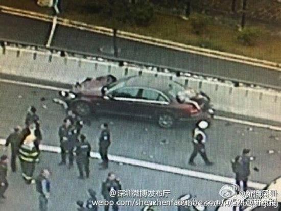 สาวจีนสติหลุด ถูกรถหลังบีบแตรไล่ เสียหลักชนคนตาย 9