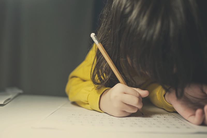เด็กทำการบ้าน